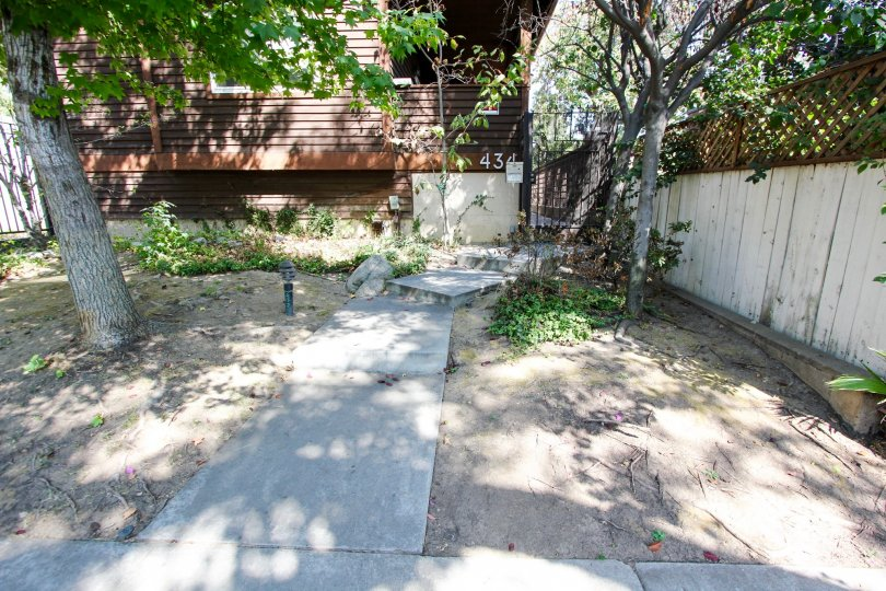 The sidewalk up to Oakland Condominiums