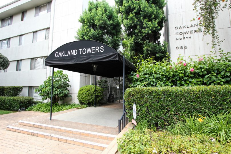 The entrance into Oakland Towers North