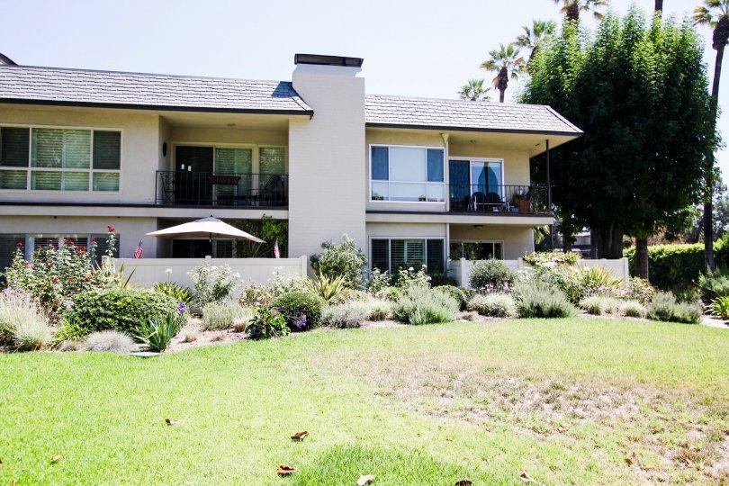 The yard in front of Orange Grove Crest in Pasadena, California