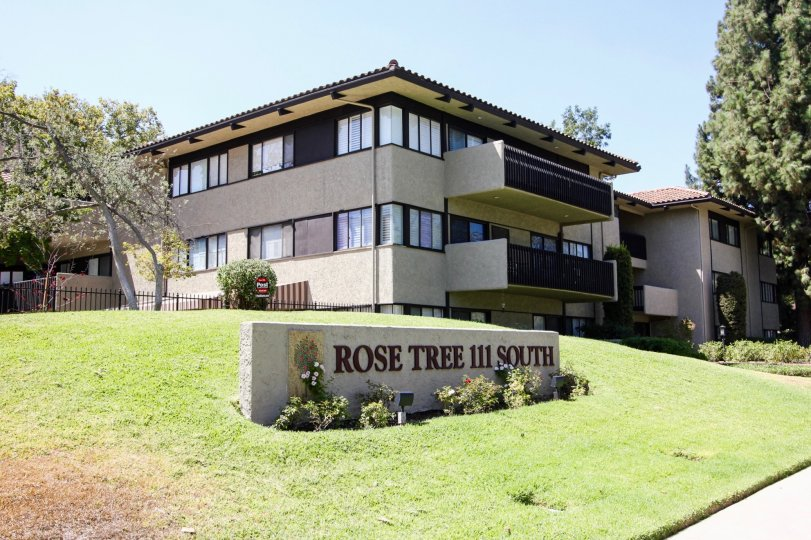 The Rose Tree sign in front fo the building in Pasadena, California