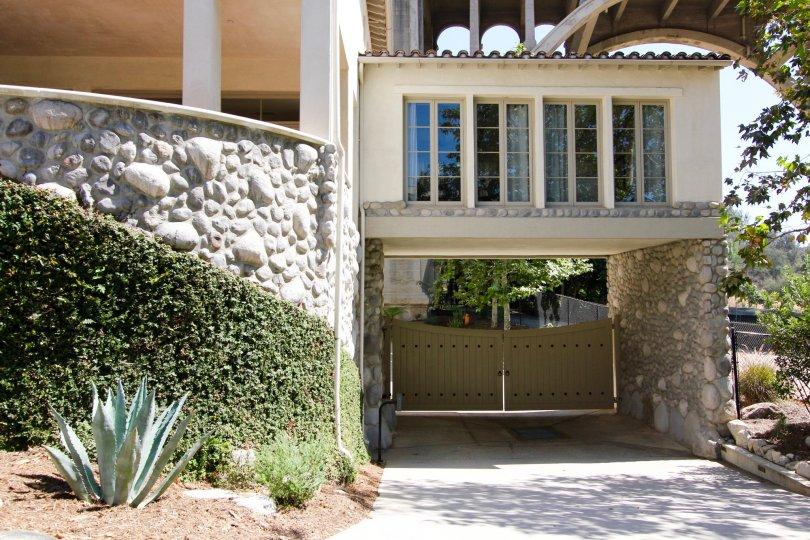 The gates into the Vista Del Arroyo