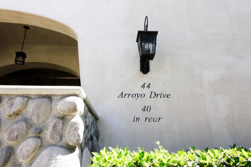 The address on the wall at Vista Del Arroyo
