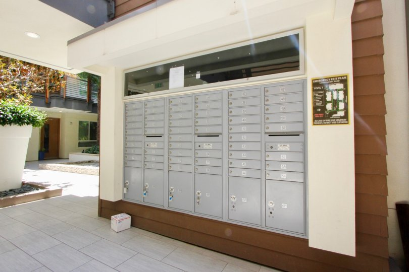 the mail lockers in primera terra of a building in a suny day