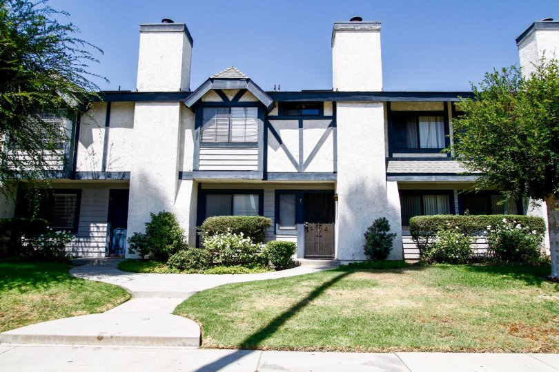The Sherwood Townhomes building in Reseda California