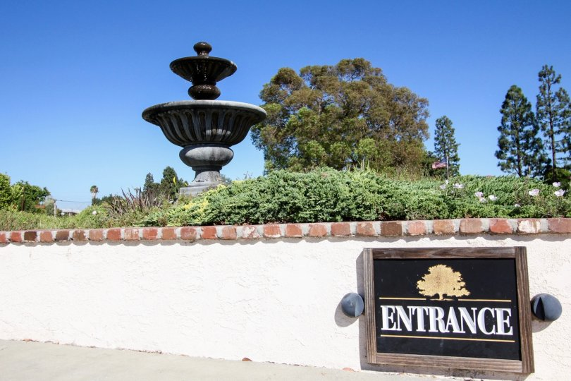 The fountain seen upon entering into Miraleste Canyon Estates in San Pedro California