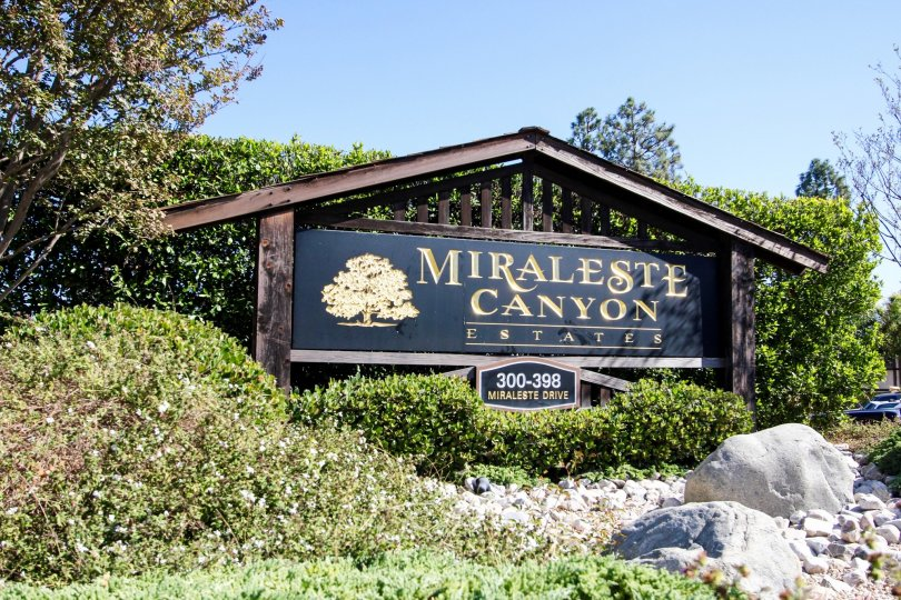 The sign welcoming you to Miraleste Canyon Estates