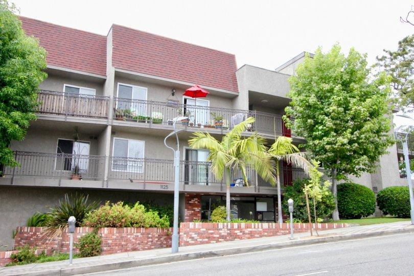 Stylish and well built apartments and it's classy neighborhood, Santa Monica. California