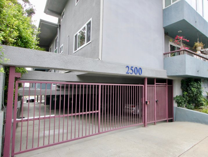 The entrance to and a closer look at 2500 4th St, Santa Monica, California