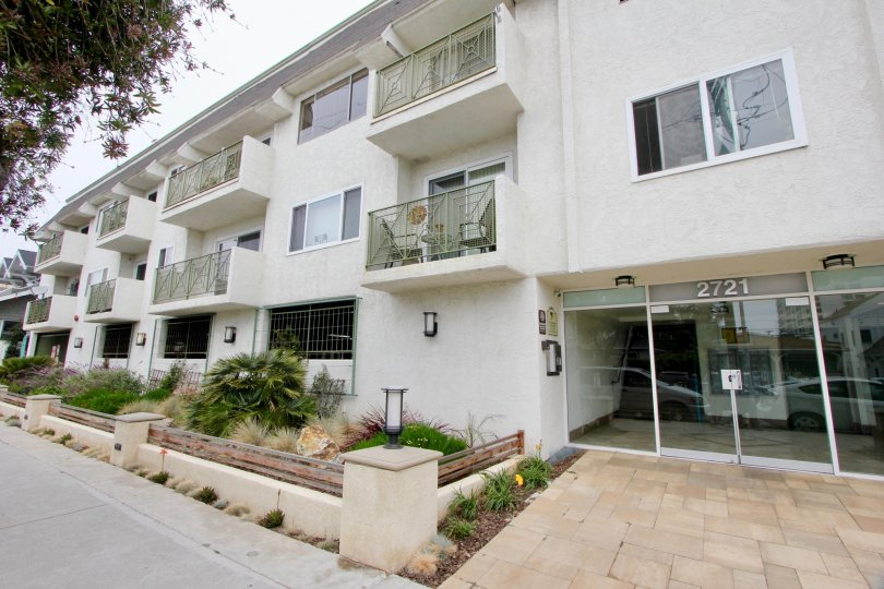 Grand and well made 2721 2nd St Apartments in Santa Monica, California