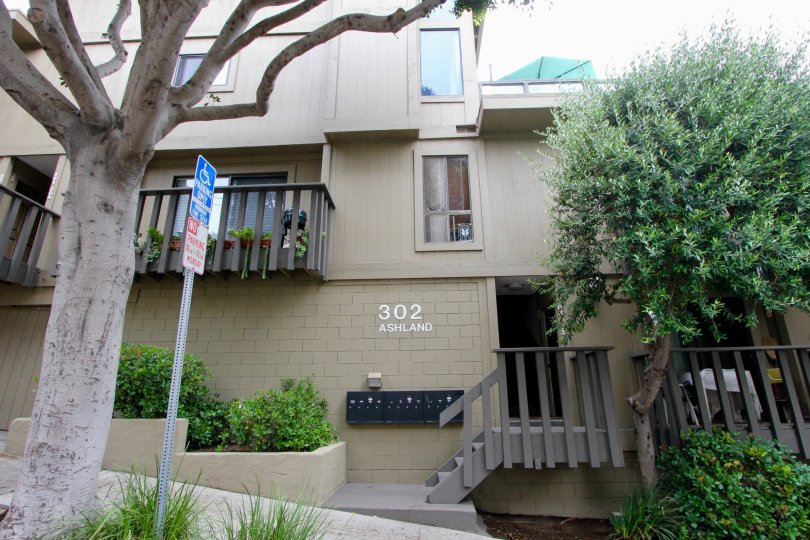 Front view and classy looks of 302 Ashland, Santa Monica, California
