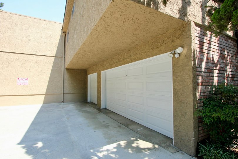 Stucco and brick 3-door garage at 3219 Colorado in Santa Monica California