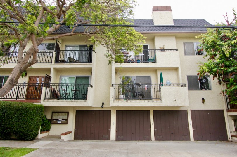 Beautiful city of Santa Monica apartments on rent in 608 Idaho Ave California.