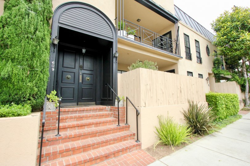 Lovely arched doorway modern home located in pristine neighborhood