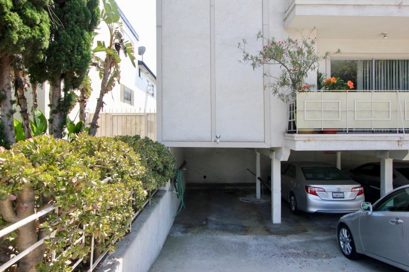 Beautifully made 808 5th st with it's parking in Santa Monica, California