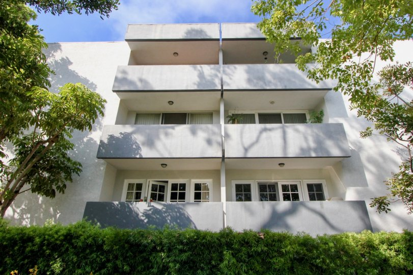 Large building in santa monica with white windows and white color