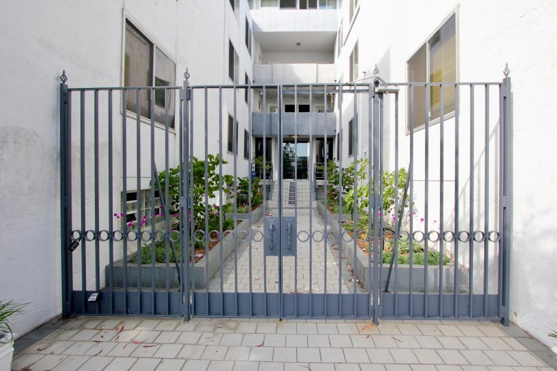 closed gate and white walls of 901 10th Street, Santa Monica, California