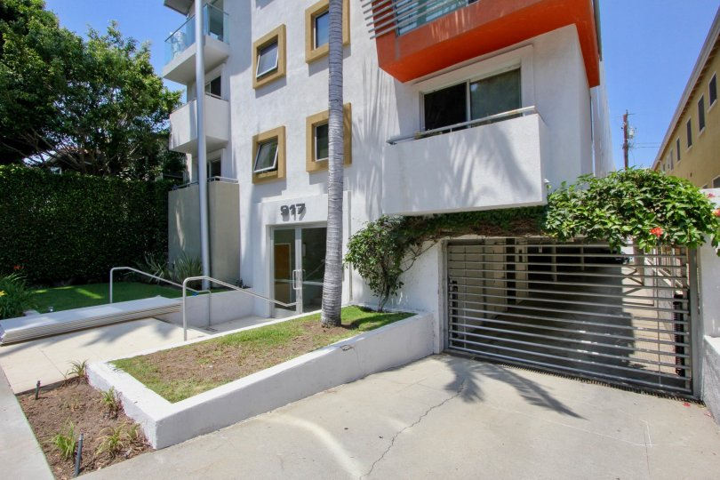 A sunny day at the front part of the 917 2nd Street's community in Santa Monica, CA