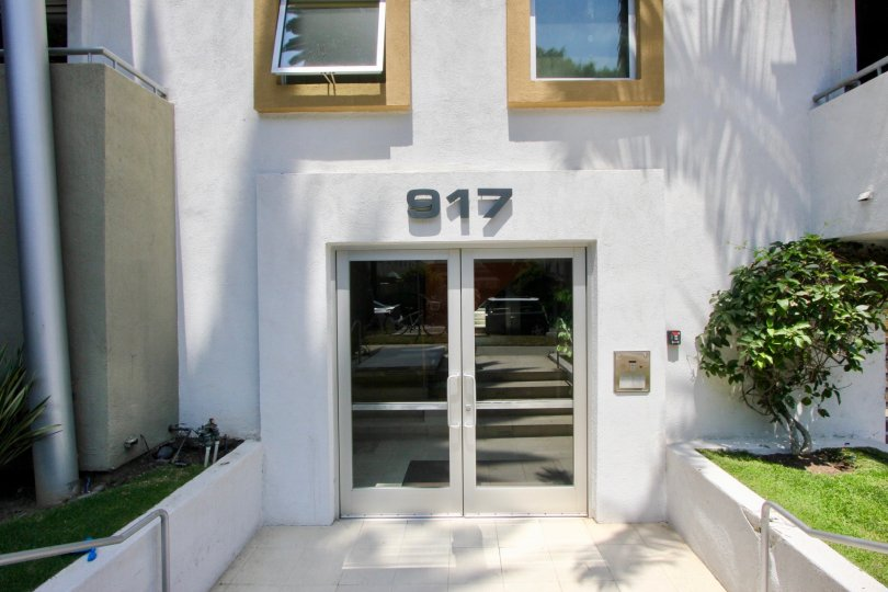 View close shot of 917 2nd Street, Santa Monica, california