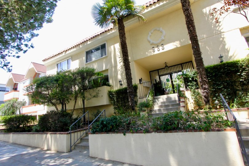 A sunny day at the front part of the 933 17th St's community in Santa Monica, CA