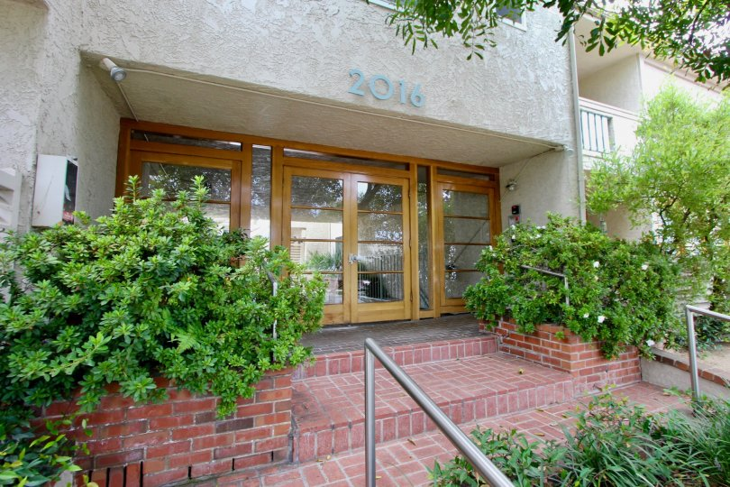 Amazing entrance to 2016 Bay Blue Vista Apartment, Santa Monica, California