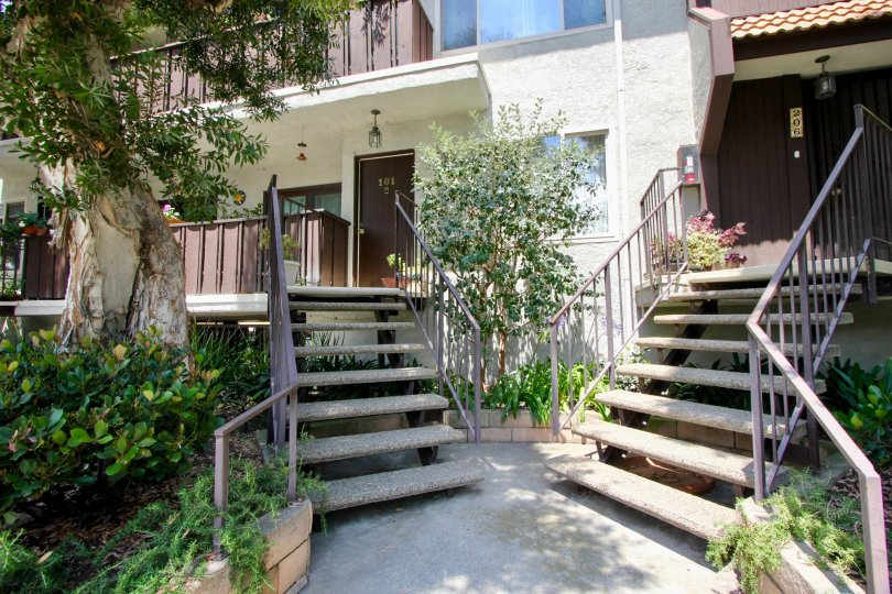 A sunny day showing the entrance to homes at Blue Grass Manor in Santa Monica California