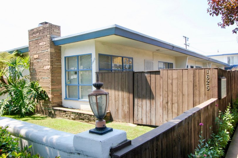 Amazing bungalaw with classy wooden fence and well mowed lawn in Santa Monica, California