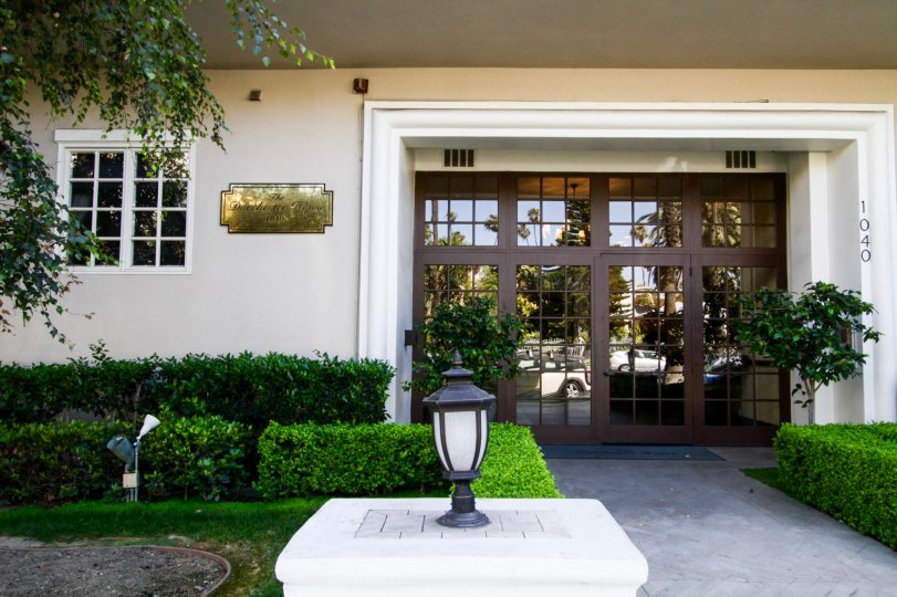 The entrance into Dorchester House in Santa Monica