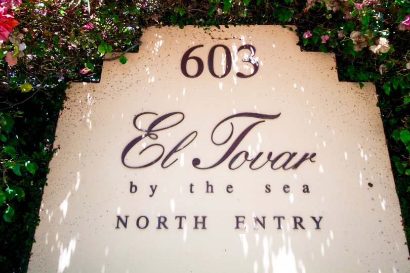 The sign annoucing the El Tovar in Santa Monica