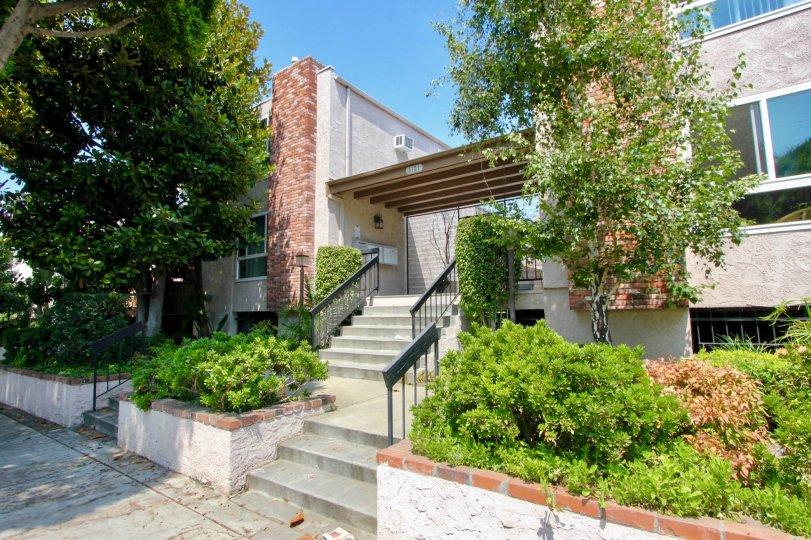 Classy neighborhood with amazing greenery of Franklin & Colorado Townhouses, Santa Monica, California