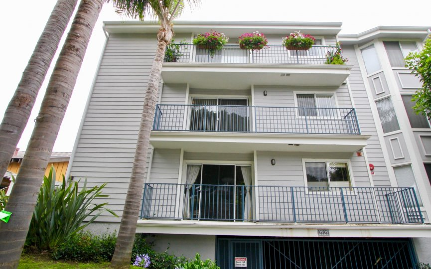 This pacific gardens apartment has three storeys and has a basement parking lot