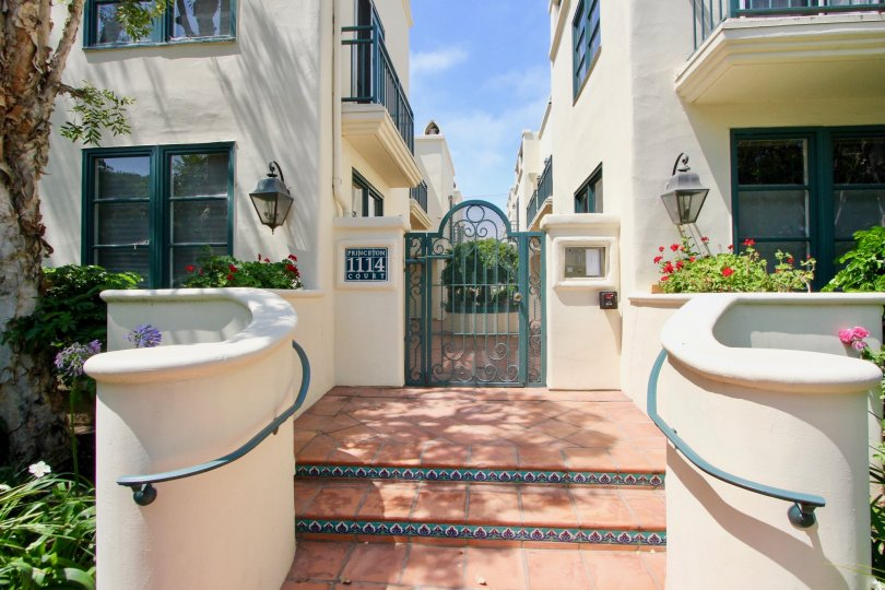 1114 princeton court and it's palatial entrance, Santa Monica