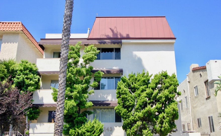 Big home in santa monica with many trees in front for beauty