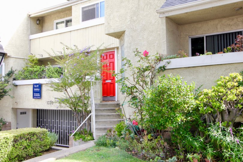 Charming gated community, Townhouse with covered parking, Dishwasher, Fireplace, and Laundry Features.