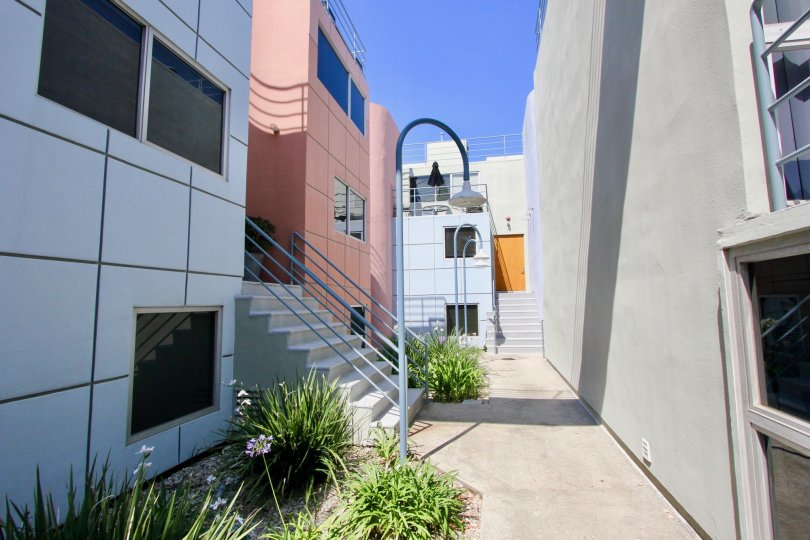 techy and colorful looks of suntech townhomes, santa monica, california