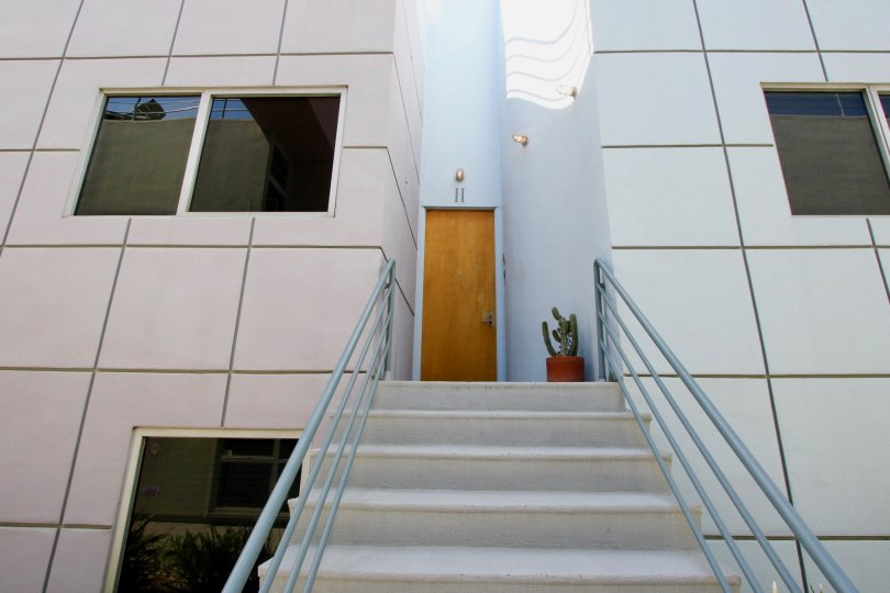 Entry of a big white building in santa monica with brown door