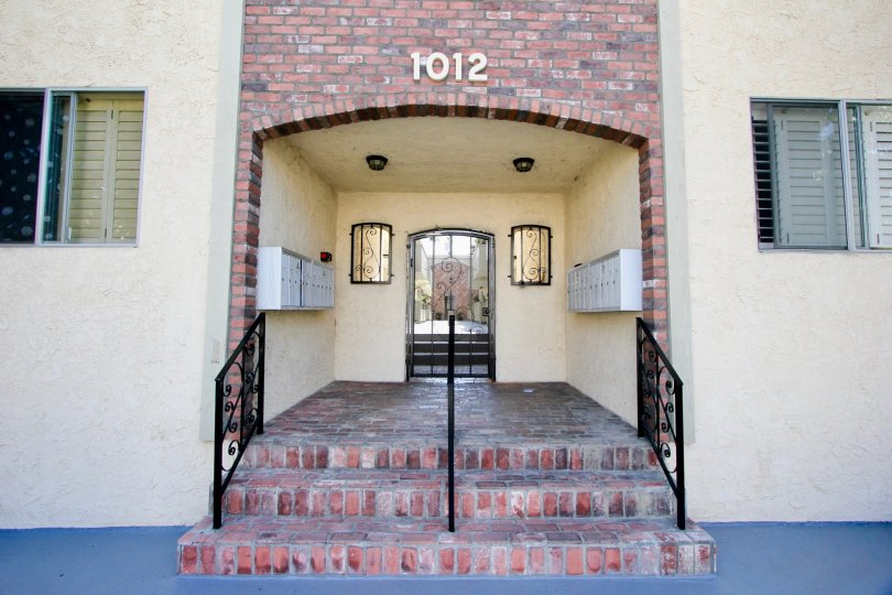 1012 number building in santa monica with metallic entry