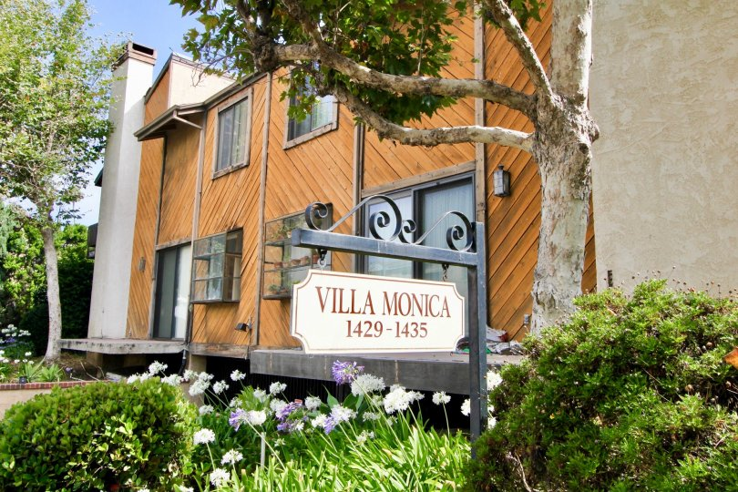 A sunny day at the front part of the Villa Monica's community in Santa Monica, CA