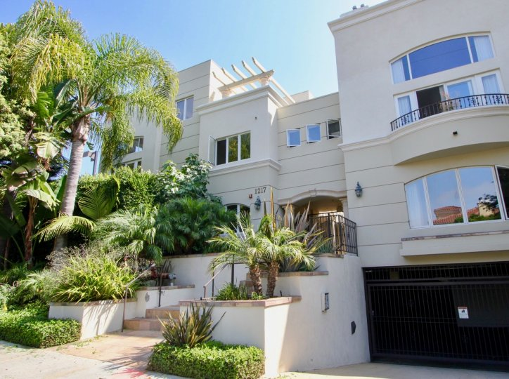 A sunny day at the front part of the Villa Toscana's community in Santa Monica, CA