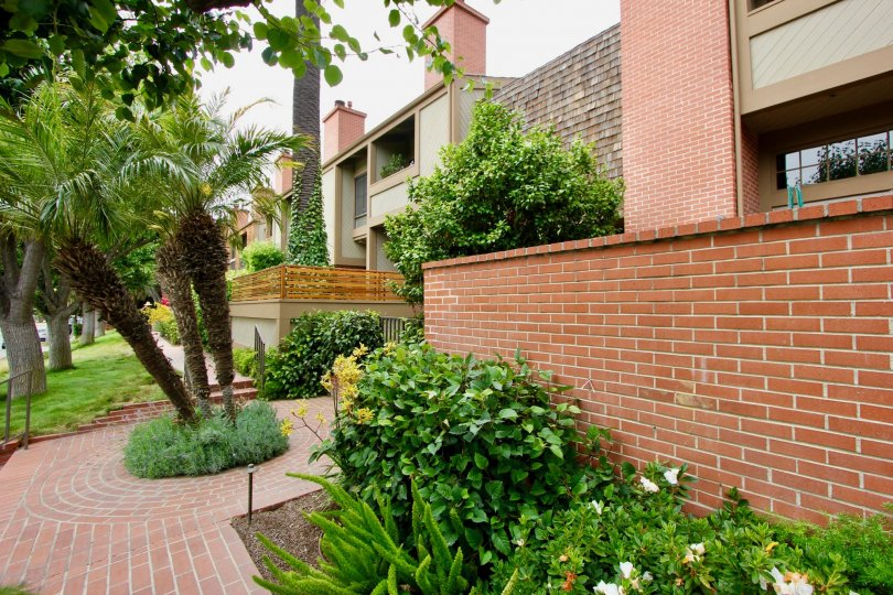 Villas Vicente beautiful brick and green surroundings, Santa Monica, California