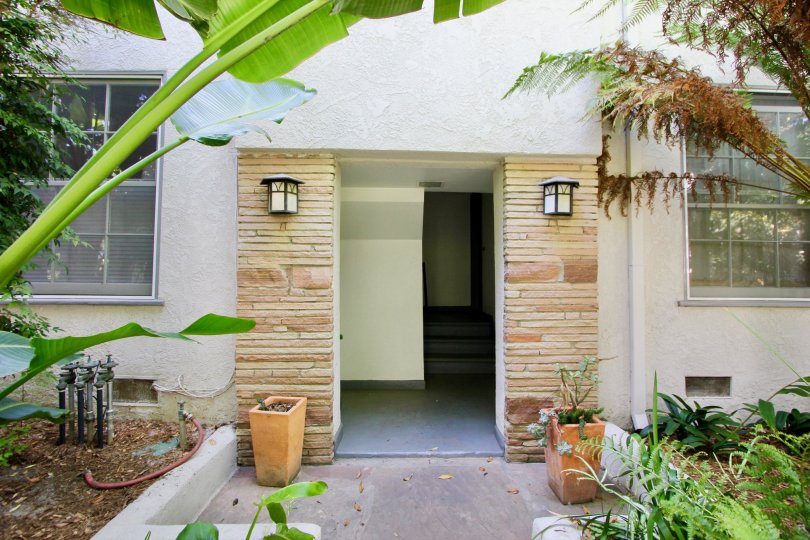 Stone slabbed entryway of a home in Yale Street - Santa Monica, CA.
