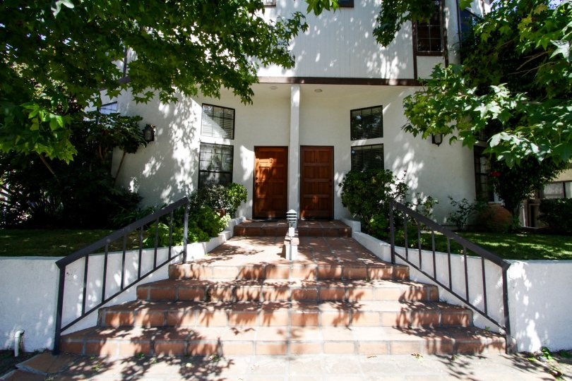 The entrance into 14014 Milbank St in Sherman Oaks