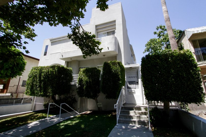 The buidling at 14441 Benefit St in Sherman Oaks