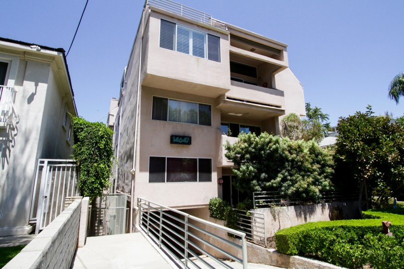 The balconies at 14647 Dickens St in Sherman Oaks