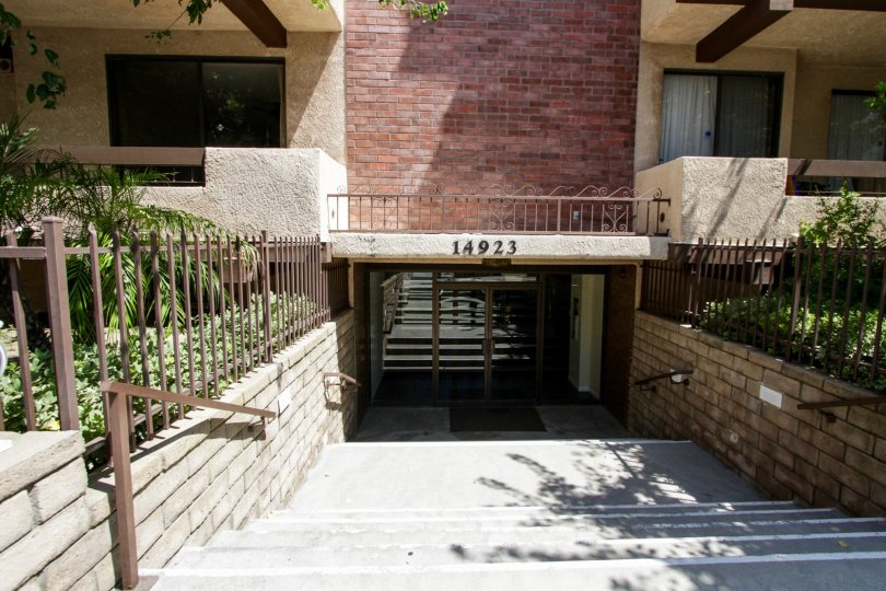 The parking for 14923 Moorpark St