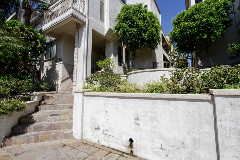 The entryway up to Colbath Townhomes Ave in Sherman Oaks