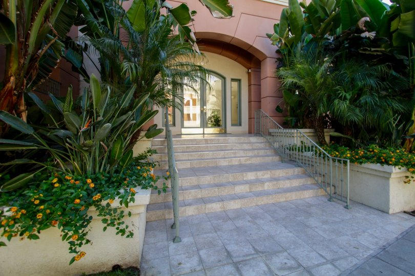 The entryway into Continental at Sherman Oaks