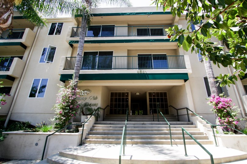 The entrance into Country Club Condominiums