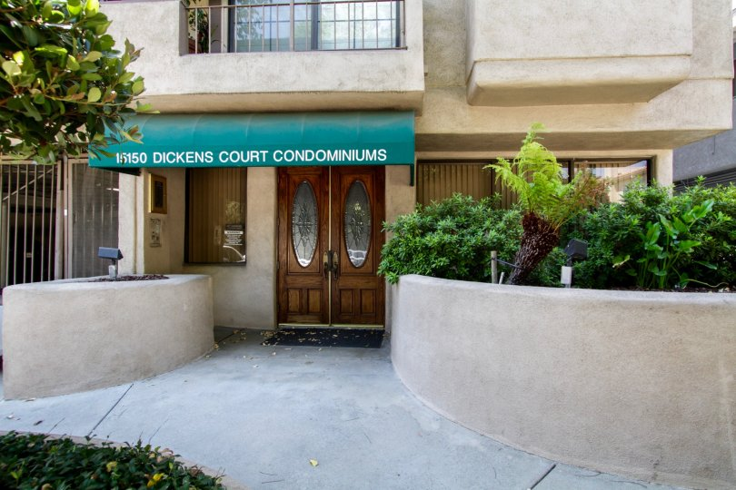 The entrance into Dickens Court Condominiums
