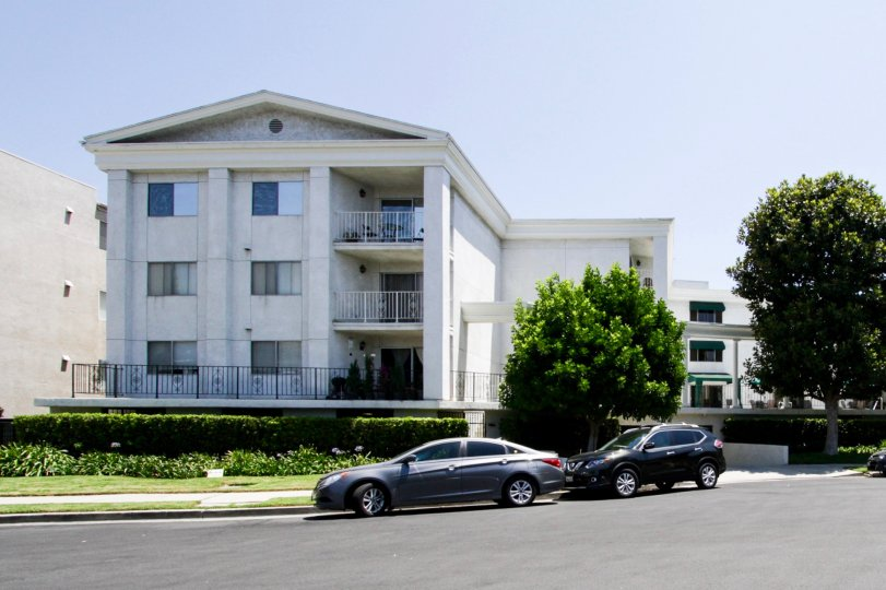 The Golden Colonial Condominiums building in Sherman Oaks