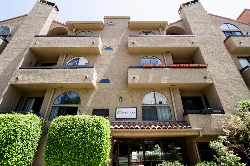 The architecture of the La Ventana in Sherman Oaks